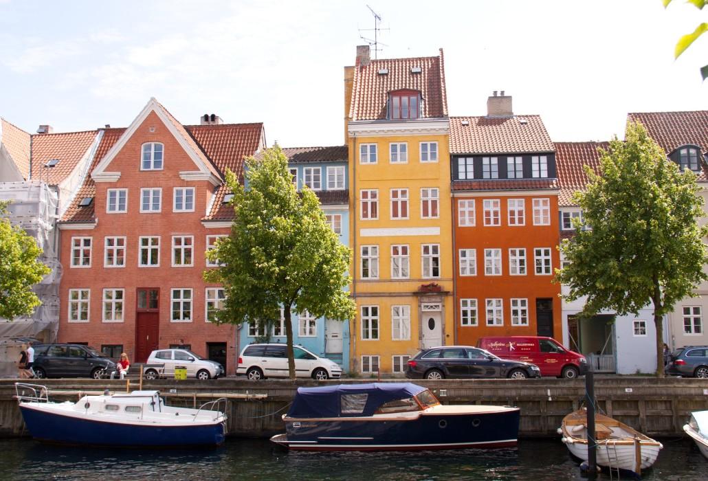 Umowy, zarobki w Danii
