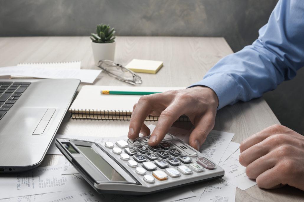 Jak obliczyć zarobki za granicą? 10 Euro brutto ile to netto?