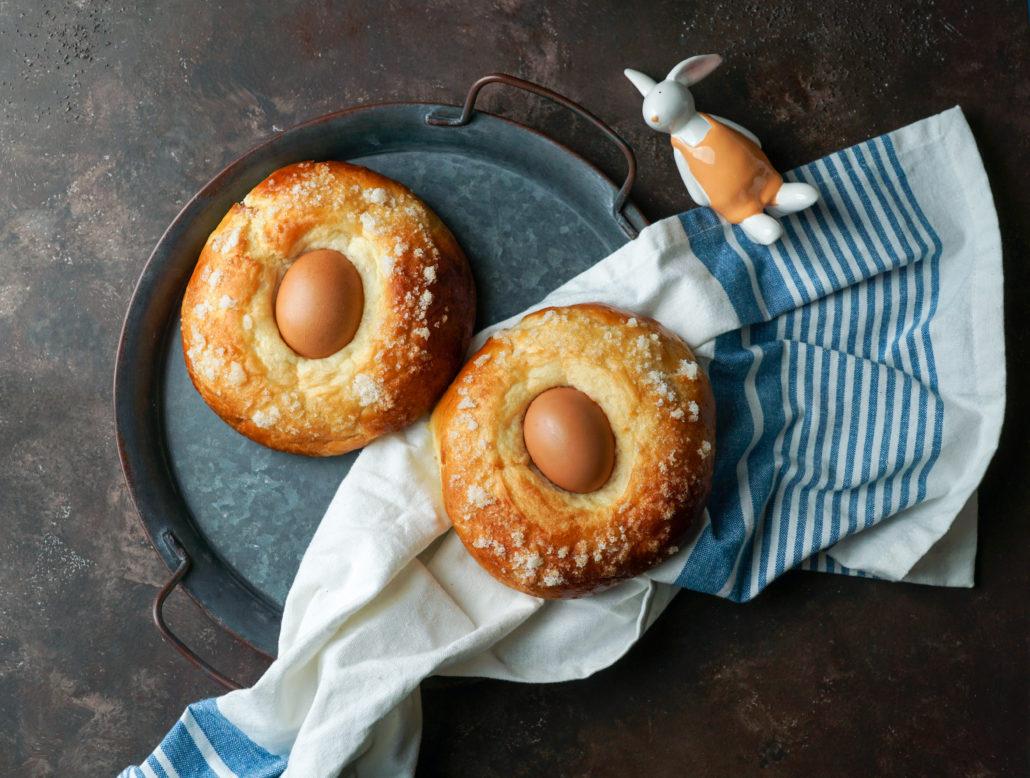 Mona de pasqua - Hiszpańskie ciasto z jajkiem pieczone na Wielkanoc